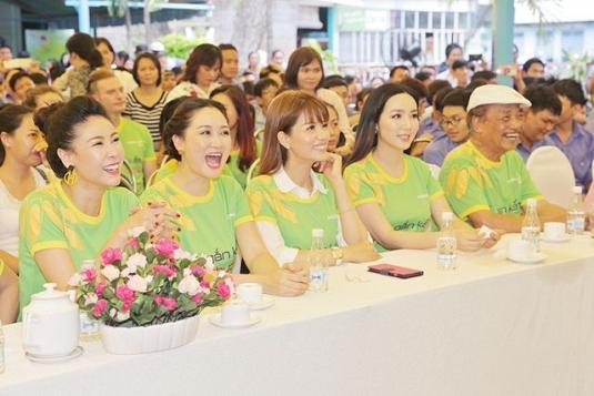 """Gạo Hoa Lúa cùng Sao Việt đổ bộ đến chương trình """"Gắn kết yêu thương"""""""